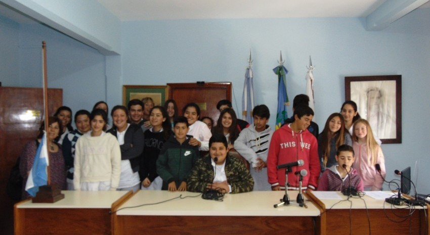 Visita al H.C.D de alumnos de Segundo año segunda división pertenecientes a la E.E.S. N°5