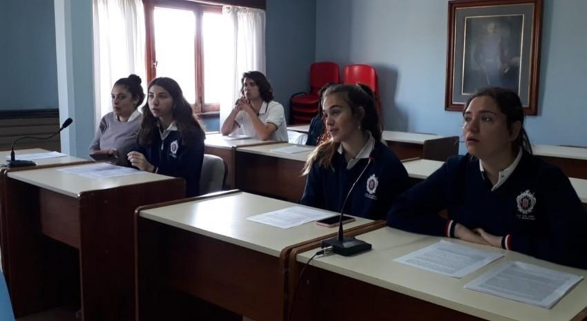 Alumnos que participarán del Parlamento Juvenil del Mercosur realizaron un simulacro en el HCD